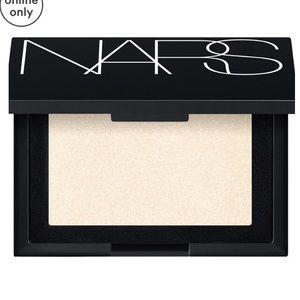 NARS Highlighting Powder In Albatross .16 Oz